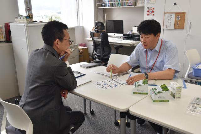 「教授の青汁」について若命浩二准教授が北海道新聞の取材を受けました